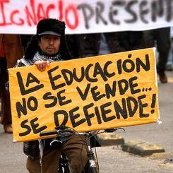 La educacion se defende