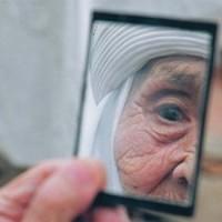 Uzbekistan donna specchio